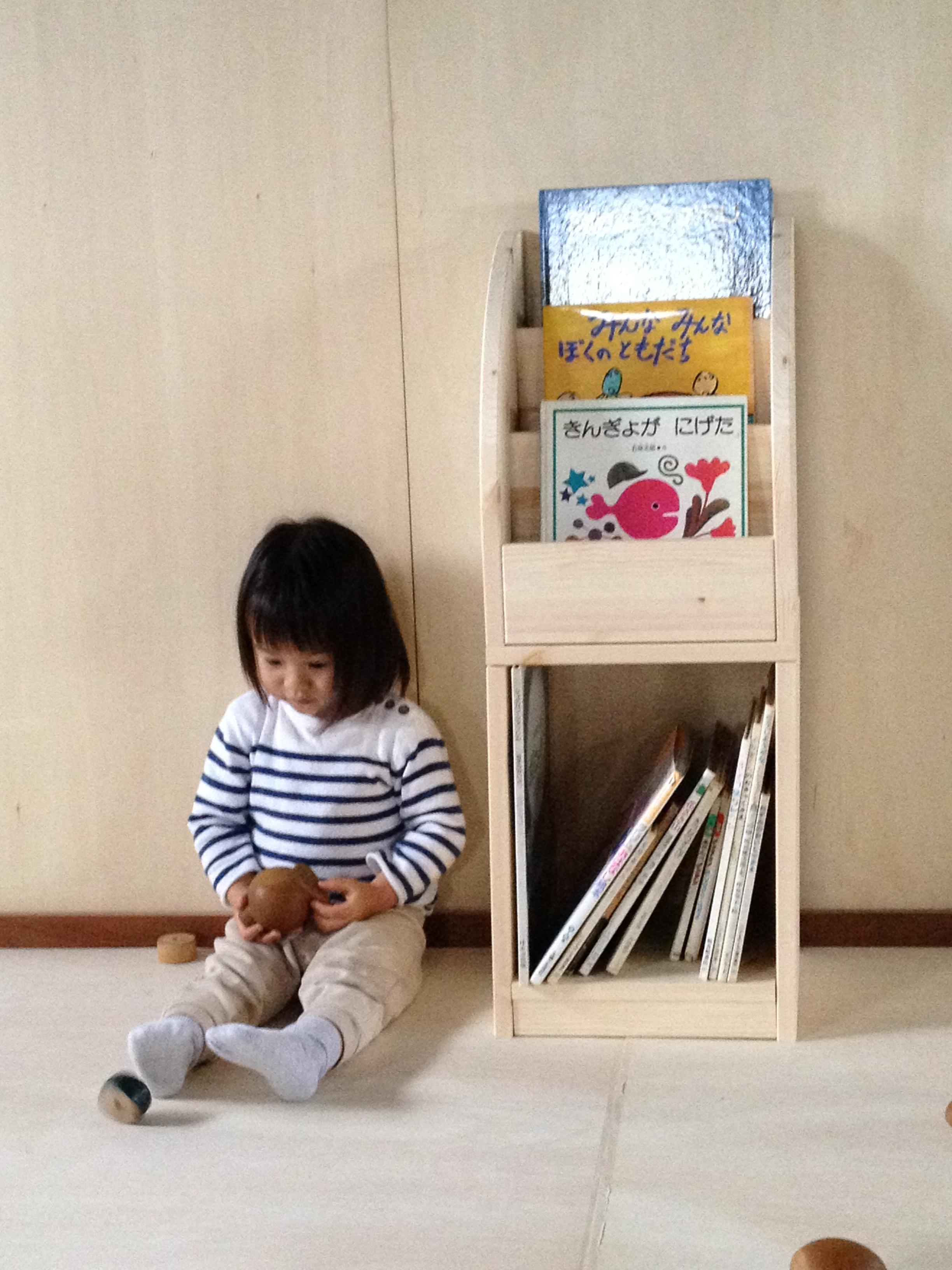 ディスプレイ絵本棚 人気絵本棚